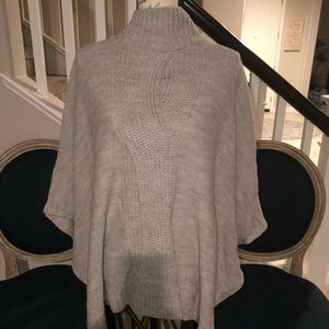NEW YORK & COMPANY TAUPE PONCHO S/M NWT
